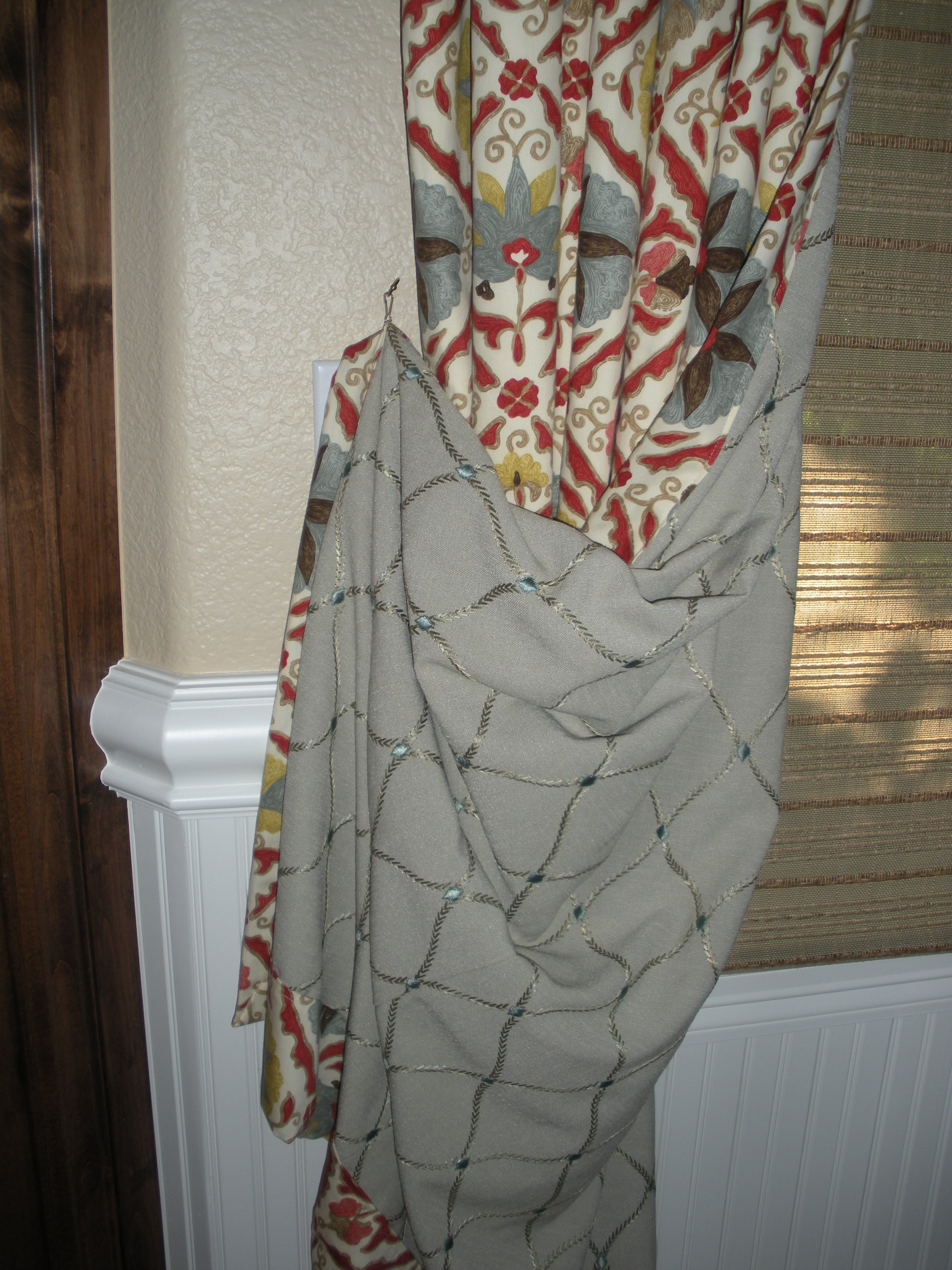 Two sided drapery curtain with interlining